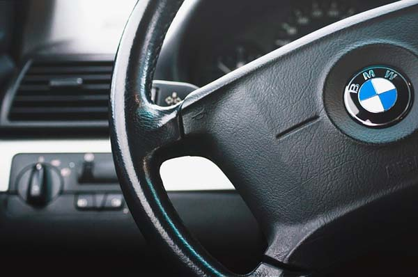 cambiar-volante-de-coche