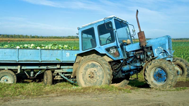 Conducción de tractores por principales vías