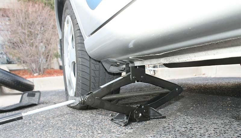 Cómo cambiar una rueda al coche