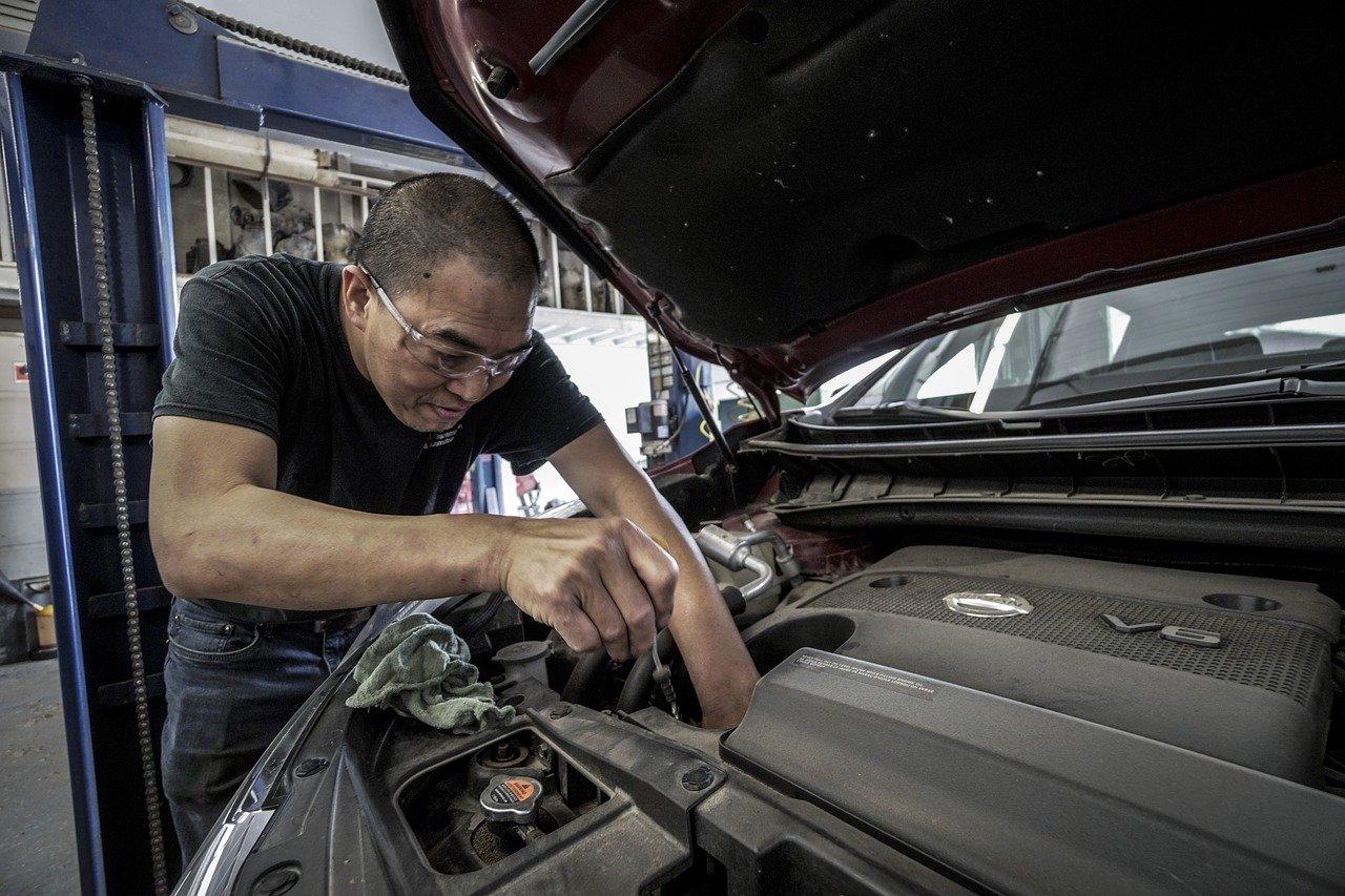 Te ayudamos a elegir el mejor aceite para el coche